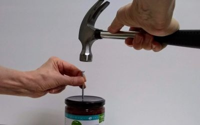 How to open a jar with a tight lid (15 genius hacks!)